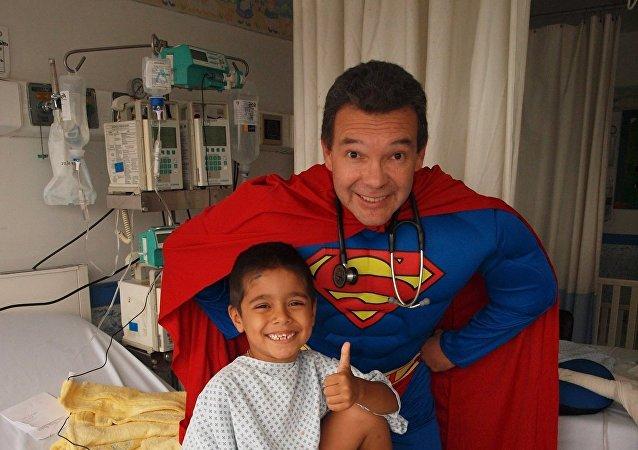 Sergio Gallegos Castorena, طبيب أطفال