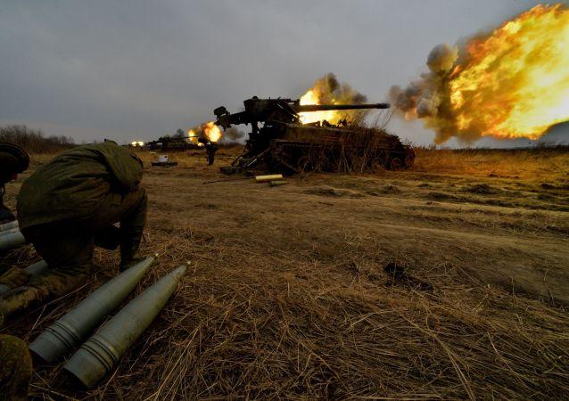 مدفعية 2إس5 غياتسينت تطلق النار ضمن إطار تدريب شامل.