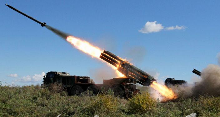 مناورات وحدات الجيش المدفعية في المنطقة الساحلية