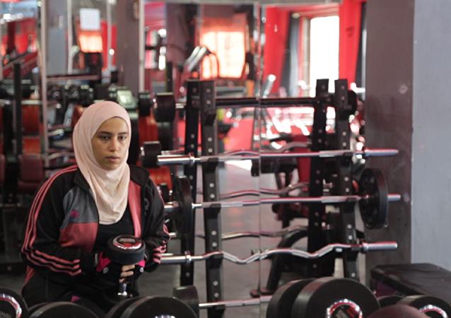 الفتاة الفلسطينية دانية المصري التي تطمح للوصول إلى العالمية من خلال اللياقة البدنية