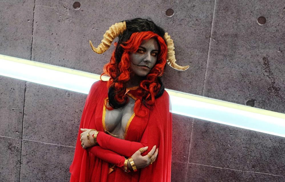 فتيات أفلام الخيال - فتاة ترتدي زيا لإحدى شخصيات سينمائية في  مهرجان Comic Con Russia في موسكو