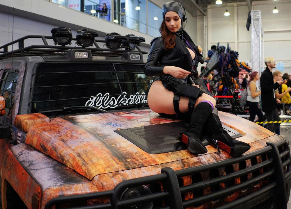 فتيات أفلام الخيال - مشاركة في  مهرجان Comic Con Russia في موسكو