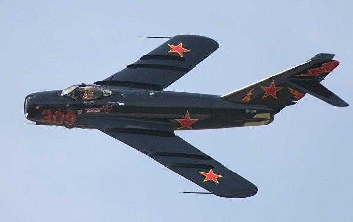 لقاء الأجيال… ميغ-17 الأسطورية وإف-35 تلتقيان في صورة واحدة