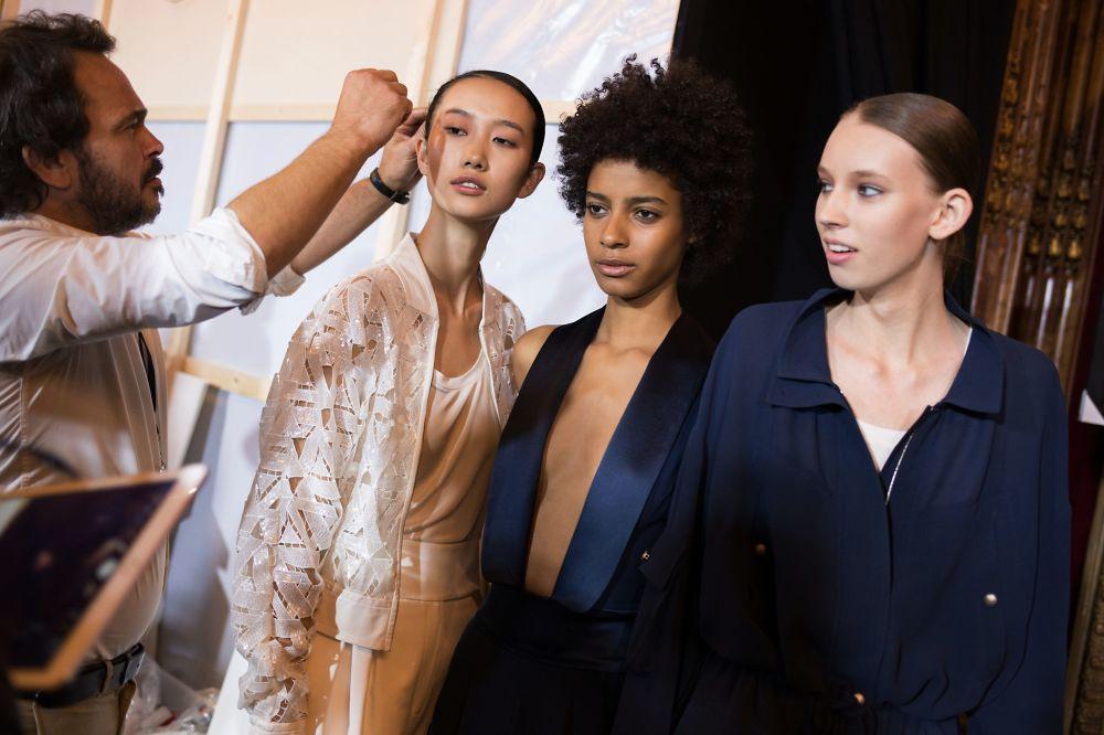 تصمايم روسية على منصة أسبوع الموضة في باريس ضمن عرض أزياء ربيع/خريف 2017، 4 أكتوبر/ تشرين أول 2016
