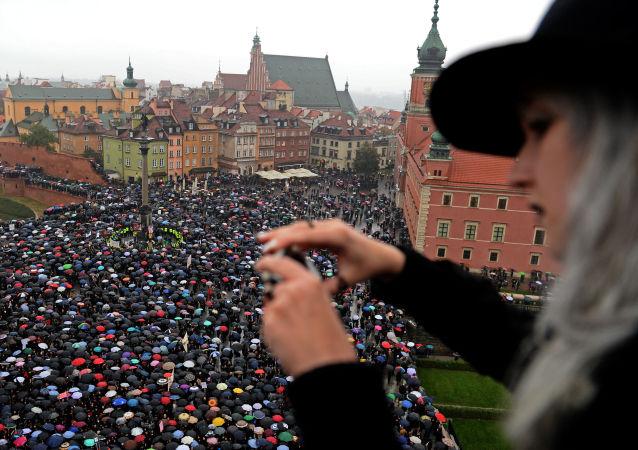احتجاجات ضد حظر عمليات الإجهاض في وارسو، بولندا
