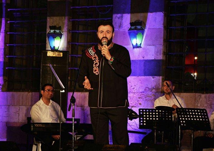 الفنان اللبناني غبريال عبد النور