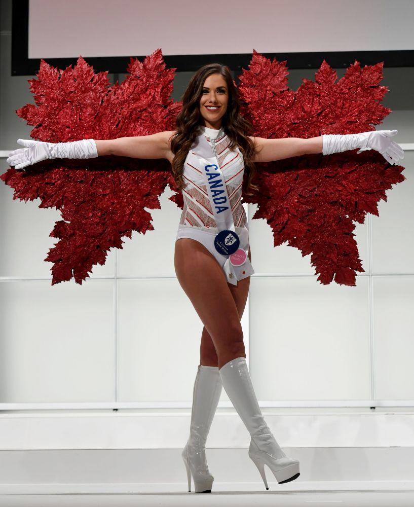 المسابقة الدولية لـ ملكة الجمال في طوكيو لعام 2016، الكندية أمبر بيرناتشي وزيها الوطني، 11 أكتوبر/ تشرين الأول 2016