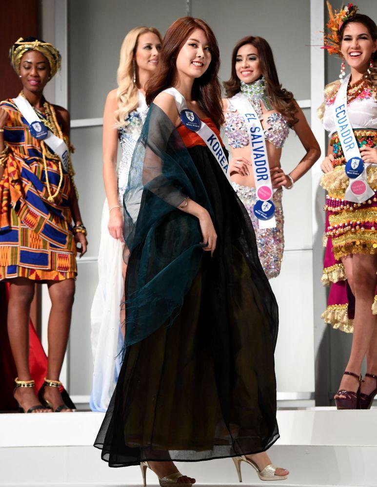 المسابقة الدولية لـ ملكة الجمال في طوكيو لعام 2016، الكورية كيم مين-يونغ وزيها الوطني، 11 أكتوبر/ تشرين الأول 2016