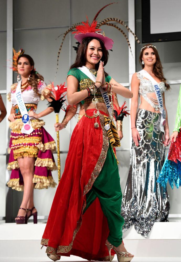 المسابقة الدولية لـ ملكة الجمال في طوكيو لعام 2016، الهندية ريواتي تشيرتي وزيها الوطني، 11 أكتوبر/ تشرين الأول 2016