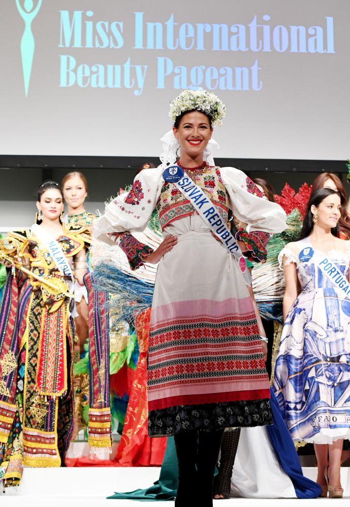 المسابقة الدولية لـ ملكة الجمال في طوكيو لعام 2016، السلوفاكية ميكايلا مينكيوفا وزيها الوطني، 11 أكتوبر/ تشرين الأول 2016