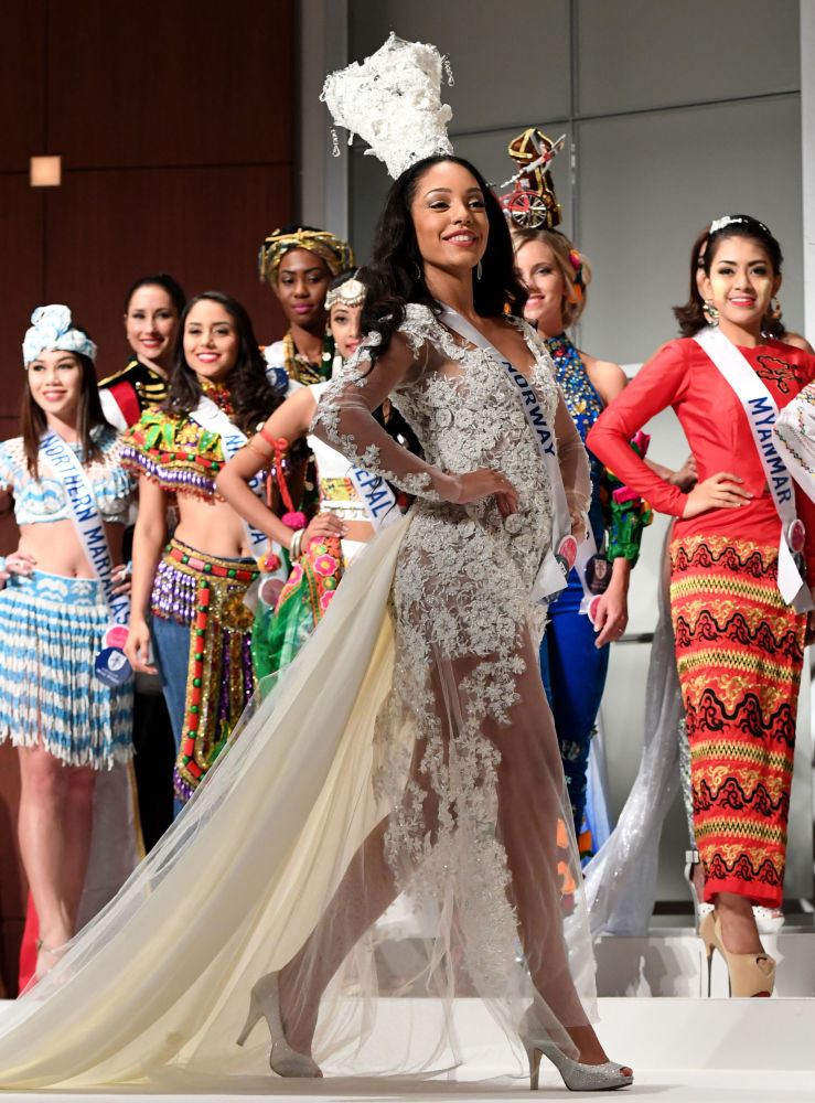 المسابقة الدولية لـ ملكة الجمال في طوكيو لعام 2016، النرويجية كاميلا دي سوازا ديفيك وزيها الوطني 11 أكتوبر/ تشرين الأول 2016