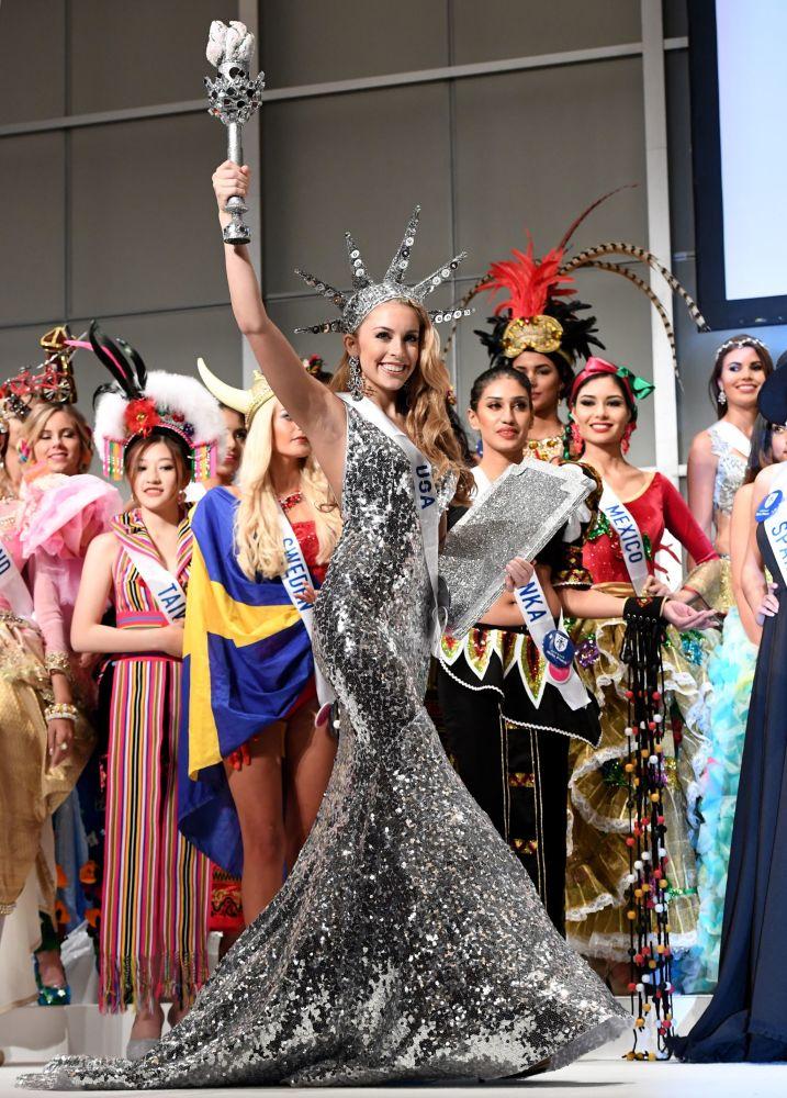المسابقة الدولية لـ ملكة الجمال في طوكيو لعام 2016، الأمريكية كايتريانا ليباخ وزيها الوطني 11 أكتوبر/ تشرين الأول 2016