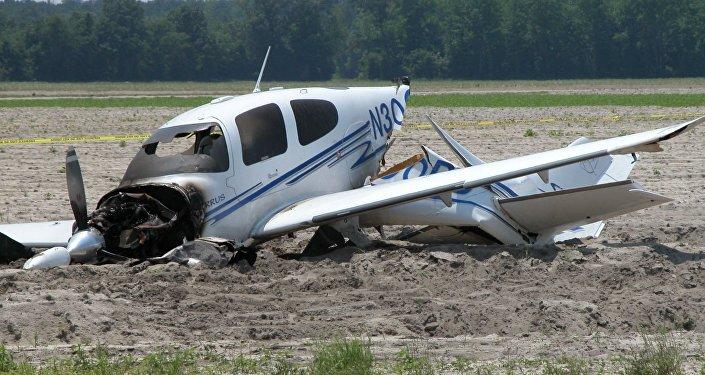 طائرة خاصة محطمة