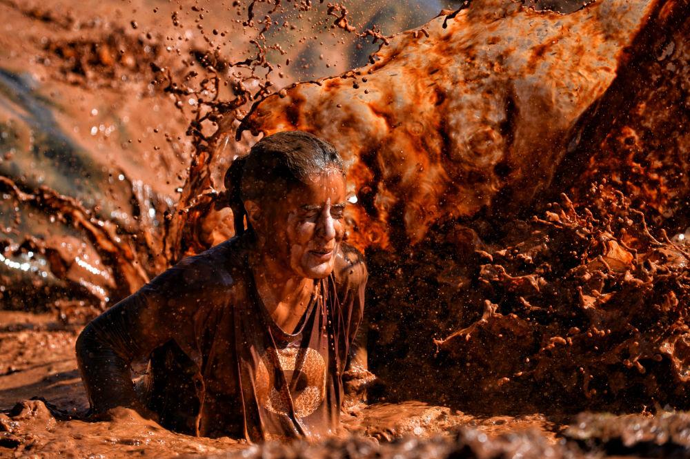 مشاركة في مسابقة الجري ليجون ران، مسافة 5 كيلومتر، بحيث يجب تخطي كل التحديات المتمثلة في الوحل والأنفاق وتسلق المرتفعات إلخ، أثينا 8 أكتوبر/ تشرين الأول 2016