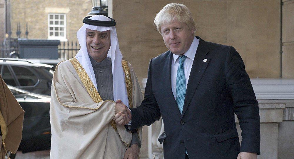 وزيرا الخارجية البريطانية بوريس جونسون والسعودي عادل الجبير
