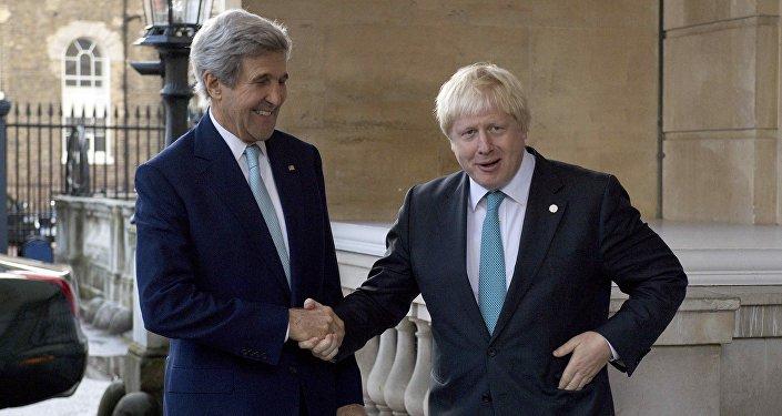 وزيرا الخارجية البريطاني بوريس جونسون والأمريكي جون كيري