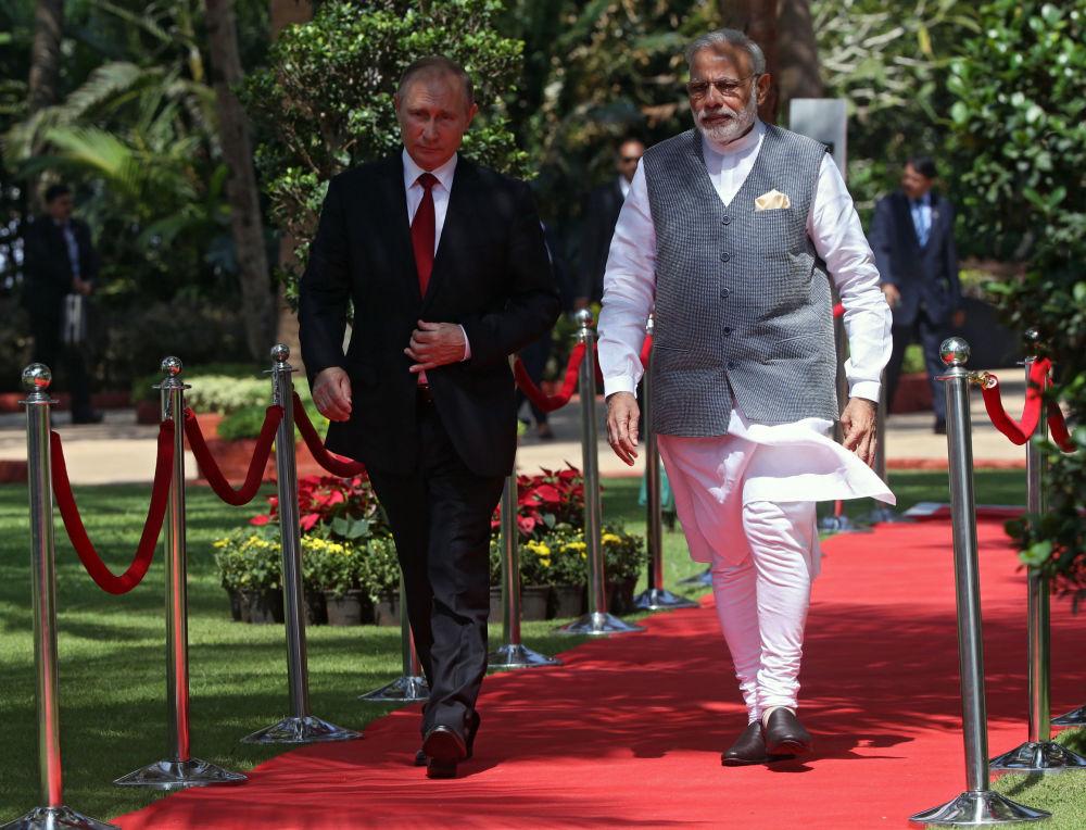 الرئيس الروسي بوتين ورئيس وزراء الهند مودي خلال زيارة الرئيس الروسي للهند