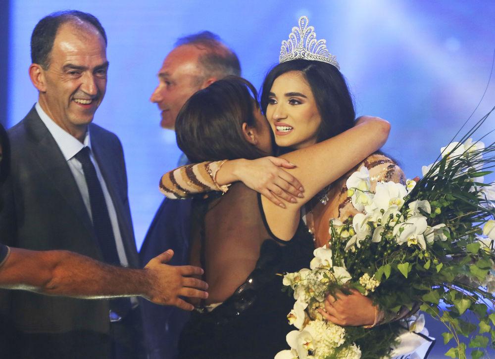 اللبنانية ساندي تابت تفزو بلقب ملكة جمال لبنان لعام 2016، بيروت 22 أكتوبر/ تشرين الأول 2016