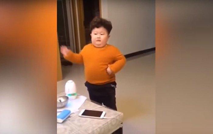 شاهد... كيم جونغ أون الصغير يفجر مواقع الإنترنت