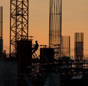 مواقع تشييد بناء على ساحة مطار شيريميتيفو في موسكو، وذلك ضمن التحضيرات لكأس العالم لكرة القدم 2018
