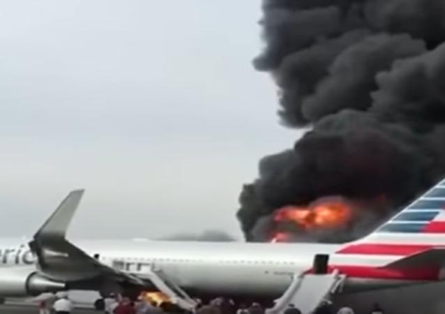 حريق بطائرة أمريكية