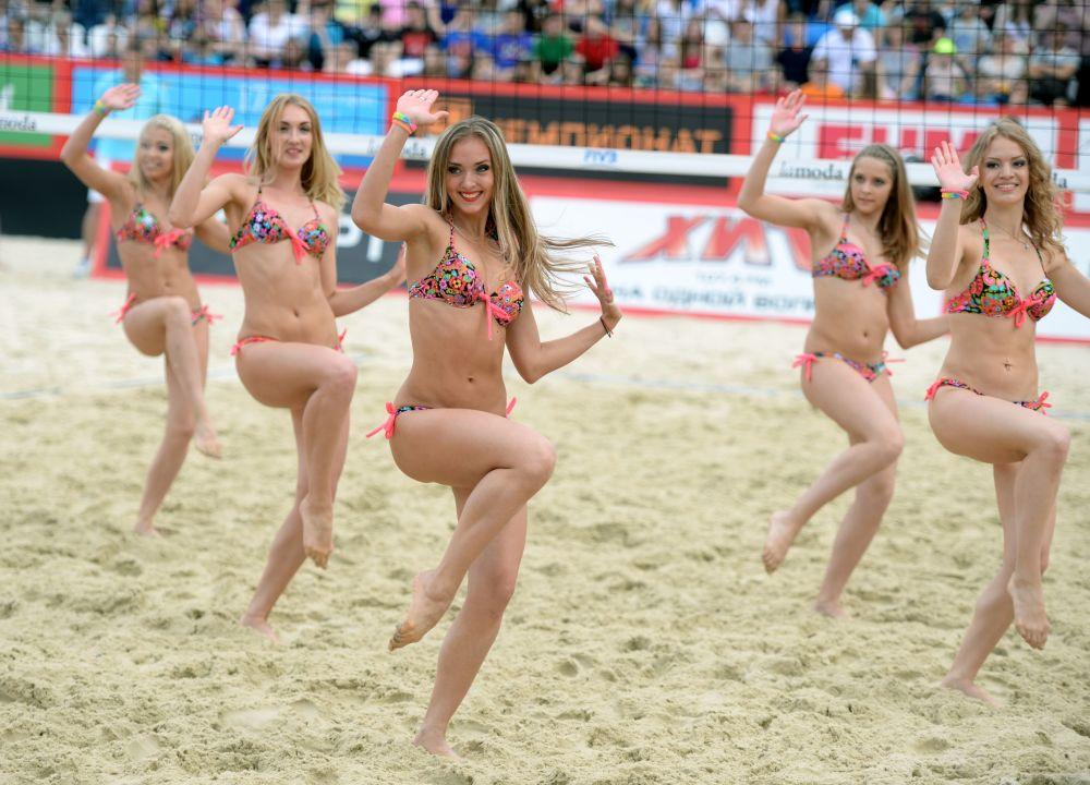 فتيات التشجيع - فريق التشجيع بولشوي شليم في موسكو
