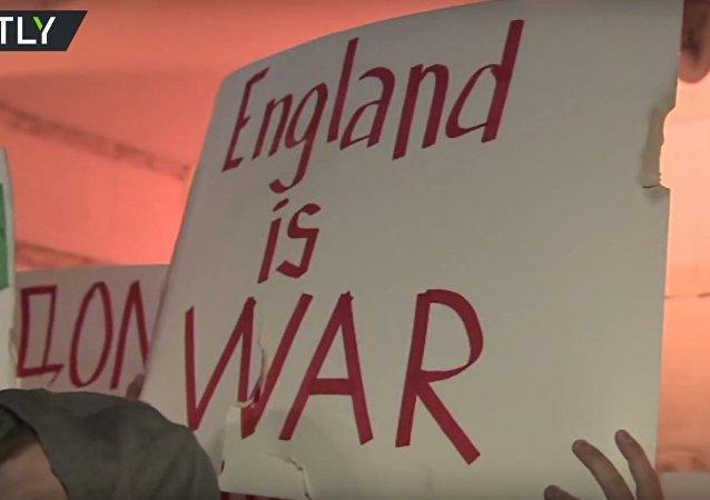 مظاهرة امام السفارة البريطانية في موسكو