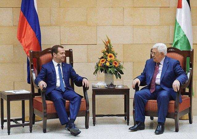 محمود عباس ودميتري ميدفيديف