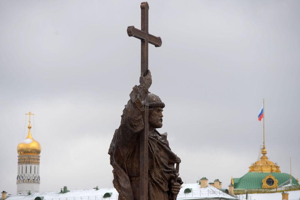 مراسم افتتاح التمثال العملاق الجديد للقديس فلاديمير بساحة بوروفيدسكايا بالعاصمة موسكو، 7 نوفمبر/ تشرين الثاني 2016