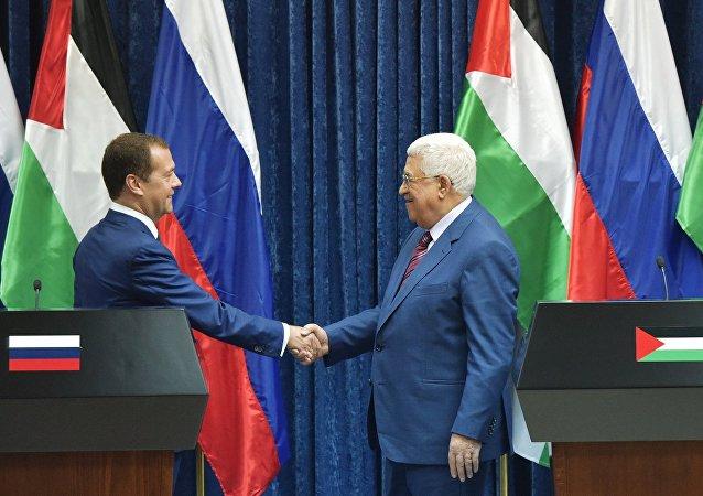محمود عباس ودميتري مدفيديف