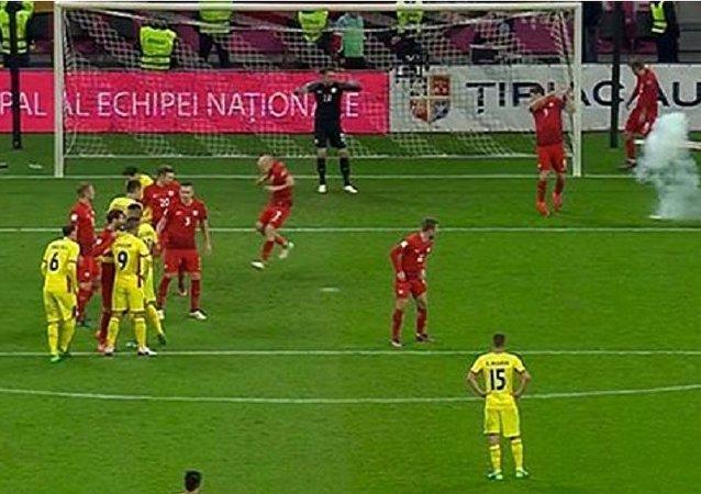 لحظة إصابة مهاجم المنتخب البولندي