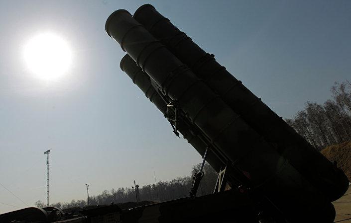 صاروخ خاص بمنظومة إس-400 للدفاع الجوي