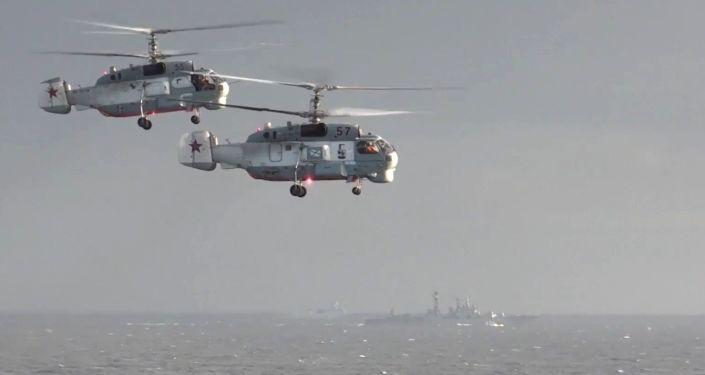 سفينة الحراسة الرئيسية لأسطول البحر الأسود الروسي الأميرال غريغوروفيتش وحاملة الطائرات الأميرال كوزنيتسوف تشاركان لأول مرة في العمليات العسكرية في سوريا