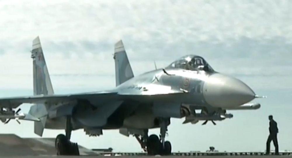 """""""سو-33"""" الروسية بمواجهة """"J-15"""" الصينية من المنتصر"""