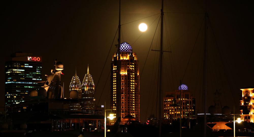 القمر العملاق في دبي، الإمارات العربية المتحدة  14 نوفمبر/ تشرين الثاني 2016