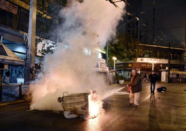 احتجاجات اليونانيين على زيارة الرئيس الأمريكي باراك أوباما إلى اليونان، أثينا 15 نوفمبر/ تشرين الثاني 2016