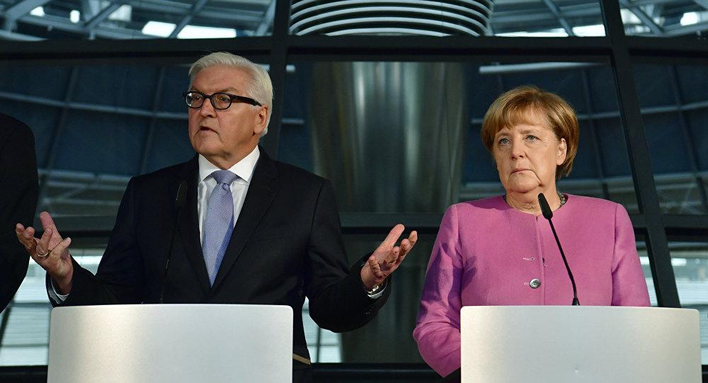 المستشارة الألمانية انجيلا ميركل ووزير الخارجية فرانك وولتر شتاينماير