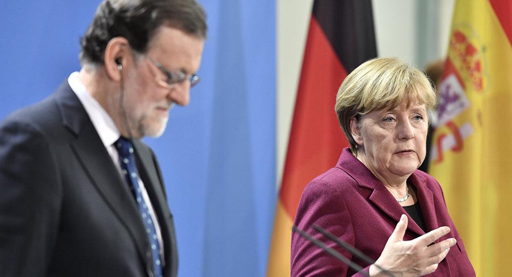 المستشارة الألمانية أنجيلا ميركل  خلال مؤتمر صحفي