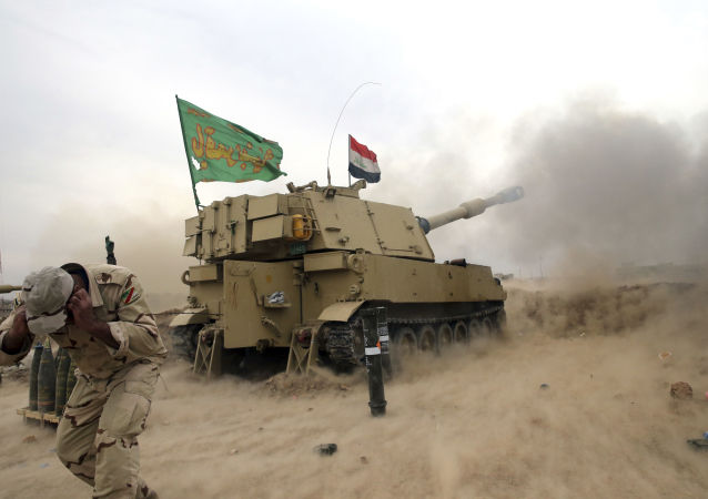 القوات العراقية في قرية علي راش تقوم بتوجيه ضربات نحو مواقع تنظيم داعش في الموصل، العراق 15 نوفمبر/ تشرين الثاني 2016