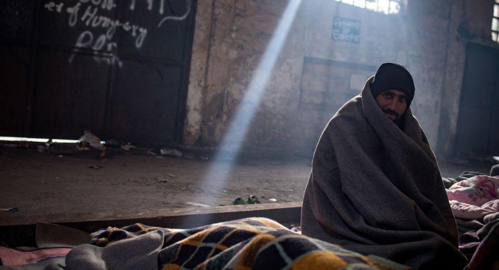 لاجئ باكستاني يجلس في ملجأ، بيت مهجور2016