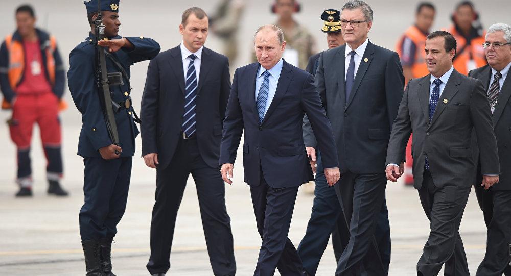 فلاديمير بوتين في مطار ليما