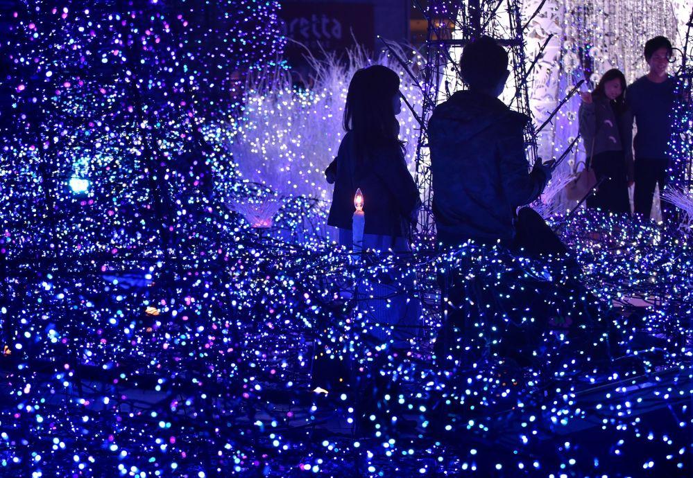 270.000 وحدة ضوئية في مهرجان ضوئي كانيوندازور في طوكيو، اليابان 20 نوفمبر/ تشرين الثاني 2016 وسيستمر إلى 14 فبراير/ شباط 2017.