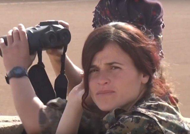 المقاتلات الكرديات في ريف الرقة الشمالي