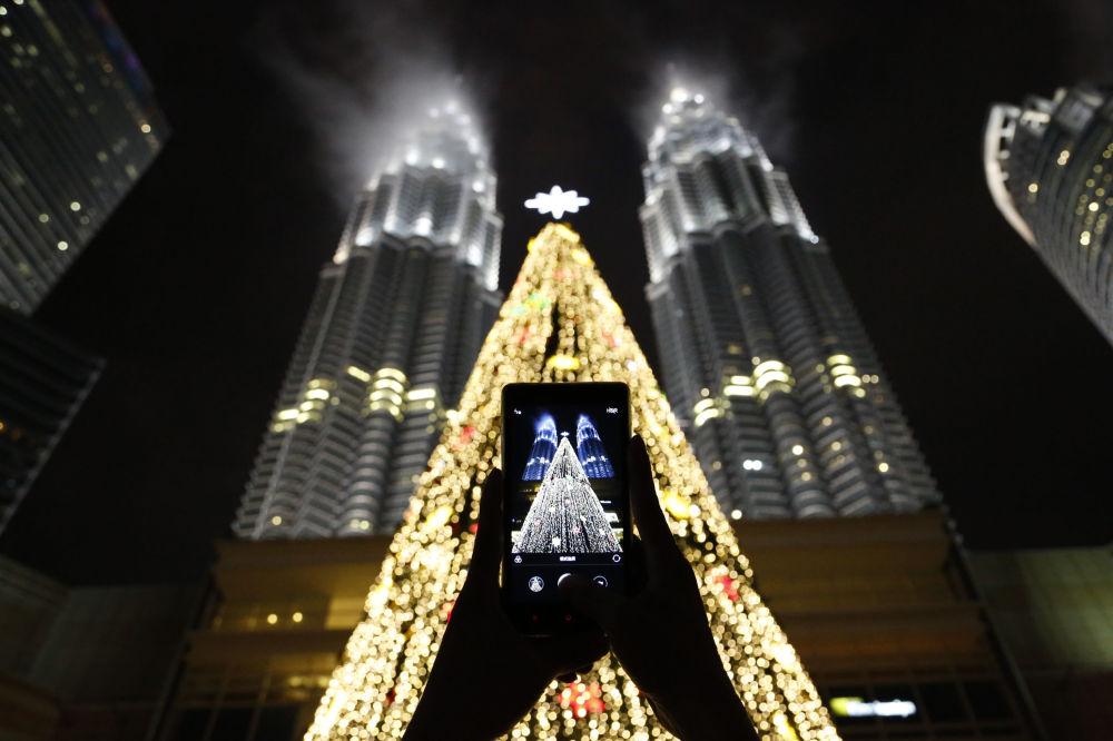 شجرة عيد الميلاد في كوالا لمبور، ماليزيا 2 ديسمبر/ كانون الأول 2016