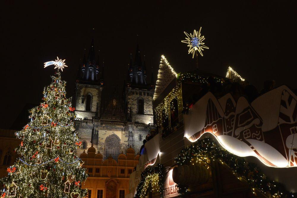 شجرة عيد الميلاد في مدينة براغ، التشيك 5 ديسمبر/ كانون الأول 2016