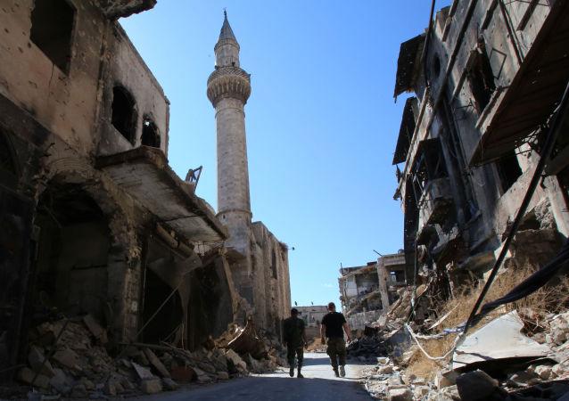 الجيش السوري يدخل الاسواق المدمرة في مركز مدينة حلب التاريخي في 16 سبتمبر 2016.
