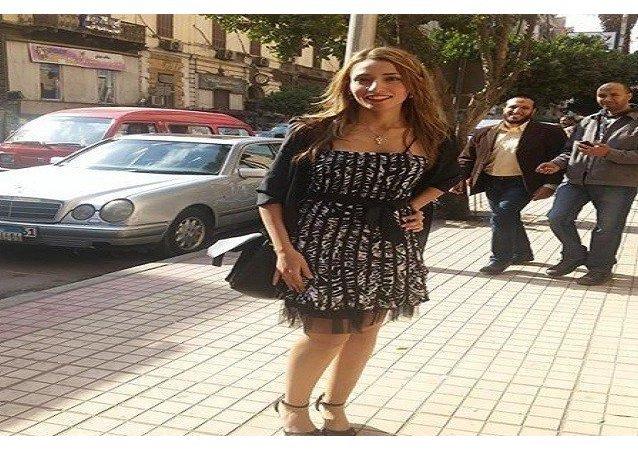 مسيرة بالفساتين القصيرة فى مصر