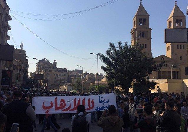 تظاهرات أمام الكاتدرائية