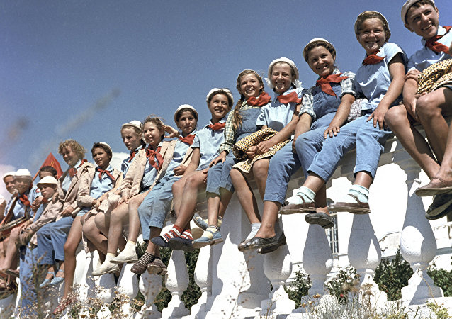 الأطفال في مخيم مدرسي لينين