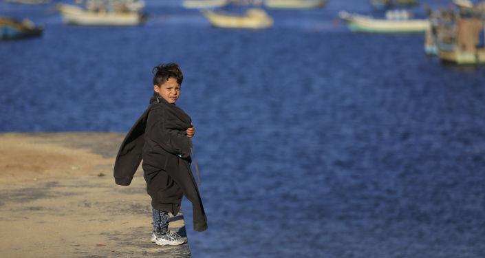 ابن صياد فلسطيني في مدينة غزة، قطاع غزة، فلسطين، 7 ديسمبر/ كانون الأول 2016
